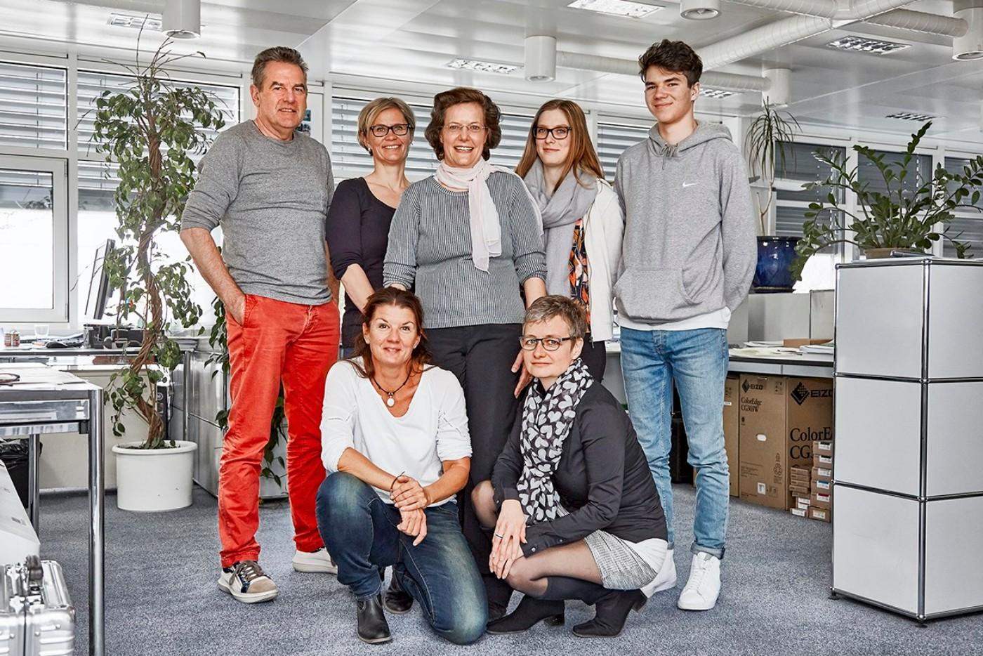CH-Multicolor_Print_AG_Baar-Cornelia_Cope_und_Team_teaser
